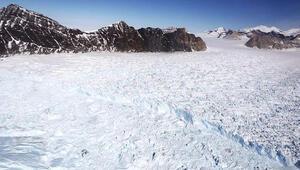 Antartika eriyor