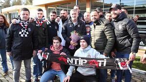 Beşiktaşlı taraftarlardan takıma moral ziyareti