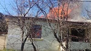 Şilenin tek katlı ev alev alev yandı