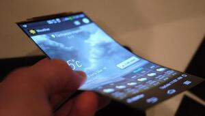 LG ekranı katlanabilen telefonuyla ses getirecek