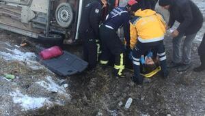 Araçta sıkışan sürücüyü itfaiye ekipleri kurtardı