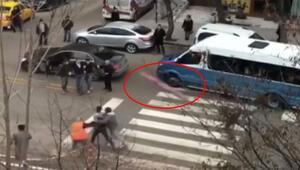 Ankara'da kaza sonrası akılalmaz kavga Levha fırlattı…
