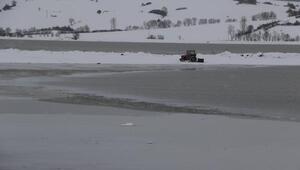 Ladik Gölü beyaz örtüyle kaplandı