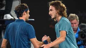 Stefanos Tsitsipas sürprizi Federeri eledi