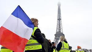Fransada sarı yelekli kadınlardan gösteri