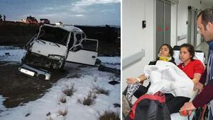 Atletizmci öğrencileri taşıyan minibüs devrildi Çok sayıda yaralı var