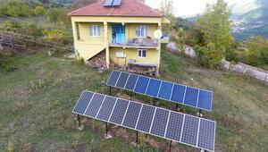 Almanya'da gördü, köyüne kurdu: 'Kezban Teyze' güneş santrali