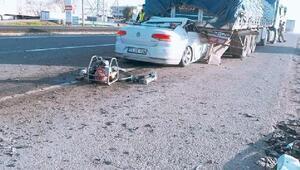 Otomobil, TIRın altına girdi: 1 ölü