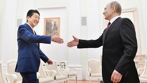 Japon Başbakanı ada pazarlığı için Moskova'da