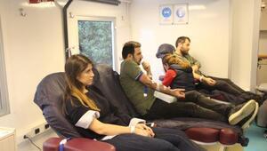 Demirören Medya çalışanlarından Kızılaya kök hücre ve kan bağışı