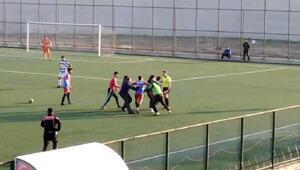 Hataydaki amatör maçta futbolcu hakeme saldırdı
