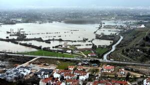 Muğlada yağmur, tarım arazilerini su altında bıraktı