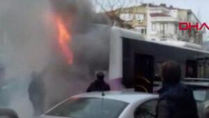 Fatihte panik anları... Halk otobüsü alev aldı