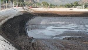 Fabrikanın atık havuzundan sızan yağ, içme suyunu kirletti iddiası