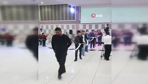 Damada takılan para 10 metreyi geçti, 12 kişi taşıdı