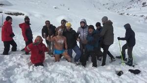 Eksi6 derecede, kar üzerinde yüzdü