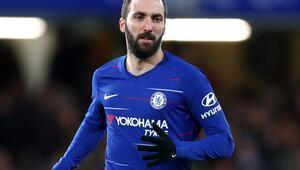 Chelsea 3 golle turladı