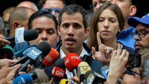 Venezuelada muhalifler yeniden sokağa iniyor