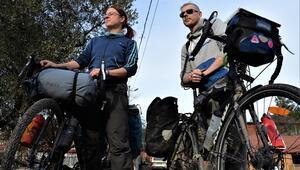 Macaristan'dan bisikletle gidip Bilecik'te gönüllü çiftçilik yapıyorlar
