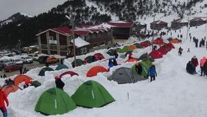 Dağcılar kış eğitimi için Zigana Dağında kamp kurdu