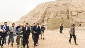 Macron ve Sisi arasında görüşme