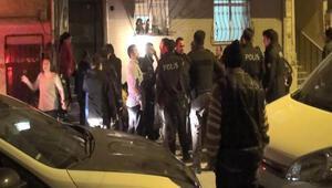 Esenyurtta ortalık karıştı Müdahale eden polise de saldırdılar...