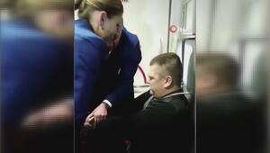 Uçağı birbirine katan yolcu hostes koltuğuna bağlanarak durdurulabildi