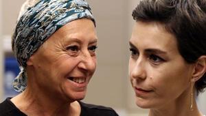 Kanser teşhisi kondu... 3 ay sonra annesinin sonuçlarına baktığında...