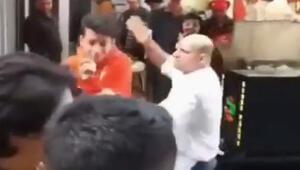 Fenomen çiğ köfteci dükkanının önünde şarkı söyleyen gençleri dövdü
