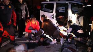 Adanada yolcu otobüsü ile hafif ticari araç çarpıştı: Ölüler ve yaralılar var