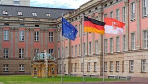 Almanya'da bir ilk: Mecliste kadın ve erkek sayısını eşitleyen yasa onaylandı