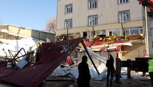 Bitliste kafenin teras çatısı çöktü: 1 ölü, 7 yaralı