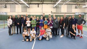 Genç tenisçiler yarıştı