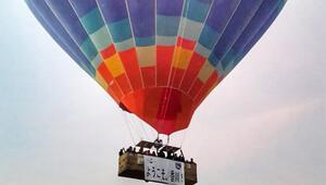 Kapadokyada balon turunda Kagawa pankartı