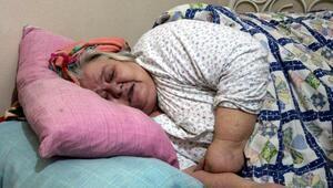 250 kiloya çıkan 7 çocuk annesi, tedavi olmak istiyor