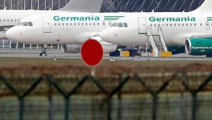 Gece yarısı iflas: Yolcular havaalanında kaldı, bilet paraları uçtu