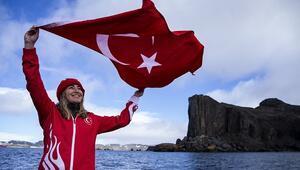 Milli sporcu Şahika Ercümenden Antarktikada tarihi dalış