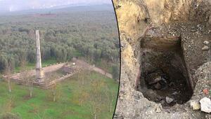 Defineciler, 2 bin 500 yıllık Dikilitaşın çevresini delik deşik etti
