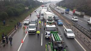TEMde zincirleme kaza... Bölgede yoğun trafik var