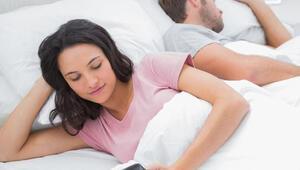 Sevgililer birbirlerinin sosyal medya hesaplarını izinsiz kontrol ediyor