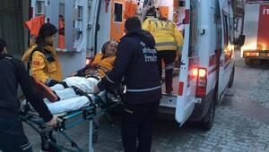 Yangında dumandan etkilenen yaşlı kadın hastaneye kaldırıldı