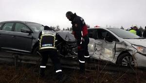Boluda TEMde 2 otomobil çarpıştı: 7 yaralı