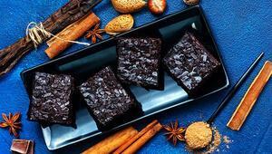 Çaylı kek nasıl yapılır İşte çikolata soslu çaylı kek tarifi