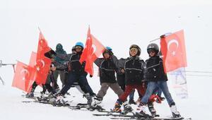 Çaldıranda kayak festivalinde renkli görüntüler