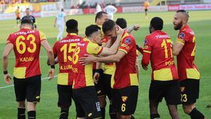 Gol düellosunun galibi Göztepe Tam 5 gol, 1 kırmızı...