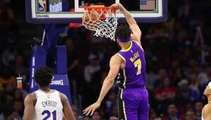 Philadelphia 76ers, Lakersa fark attı