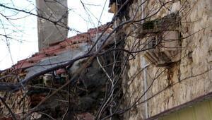 Hamam girişindeki 500 yıllık kuş sarayı