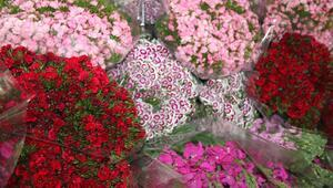 Sevgililer Günü yoğunluğu: Bir günde 120 bin adet çiçek satıldı