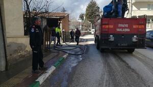 Büyükorhan sokakları arazözle temizleniyor
