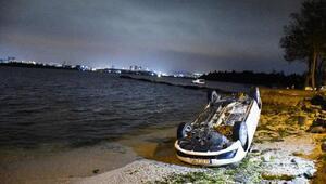 Takla atan otomobil deniz kenarına düştü